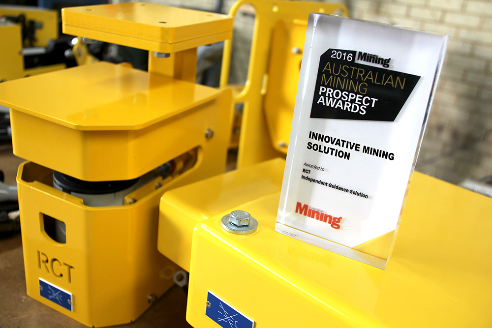 miningaward_2016_yellowwhittrophy_1000pxl