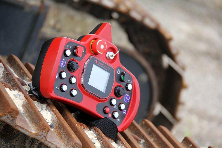 MTX1000_remote_ExcavatorTrack-760x507