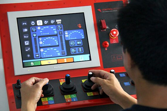 CM_DrillConsole_Hands_Drilling-570x380