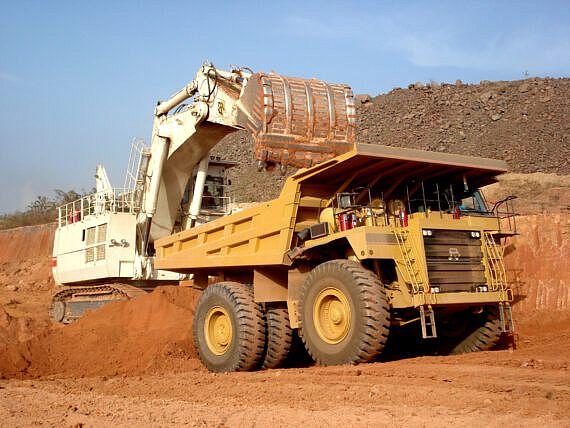 Hydraulic_shovel_truck_Africa-570x428